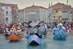 Vivi la magia del carnevale di Venezia!